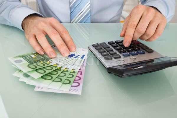 üzletember bankjegy számológép közelkép asztal pénz Stock fotó © AndreyPopov