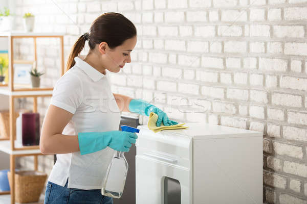 Jeune femme nettoyage placard belle blanche étage Photo stock © AndreyPopov