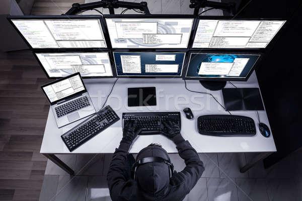 Hacker lop információ többszörös számítógépek magasról fotózva Stock fotó © AndreyPopov