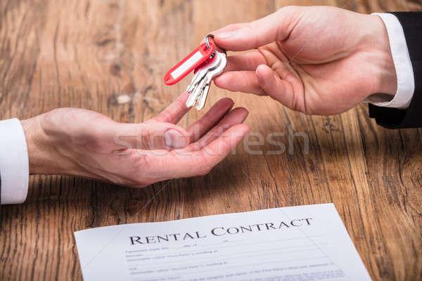 Makelaar huis sleutel eigenaar contract Stockfoto © AndreyPopov