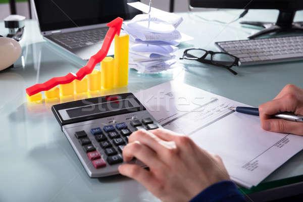Kéz számla számológép üzlet férfi toll Stock fotó © AndreyPopov