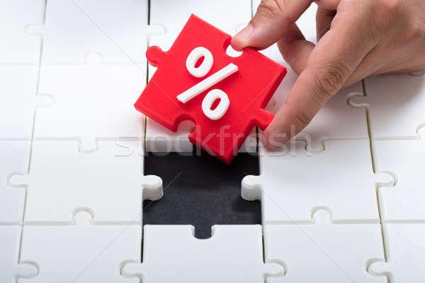 Kéz kapcsolódik piros darab kirakós játék százalék Stock fotó © AndreyPopov