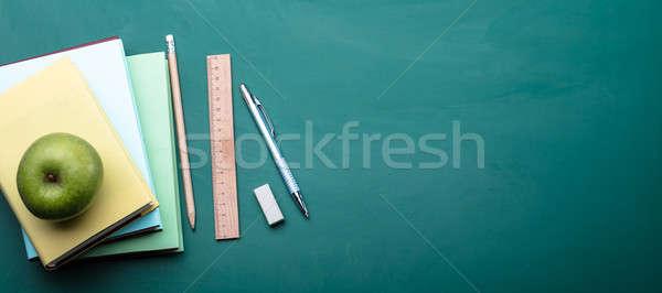 Kilátás zöld alma irodaszer toll ceruza Stock fotó © AndreyPopov