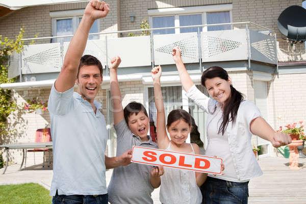 Stock fotó: Boldog · család · ünnepel · vásárol · új · ház · portré · boldog