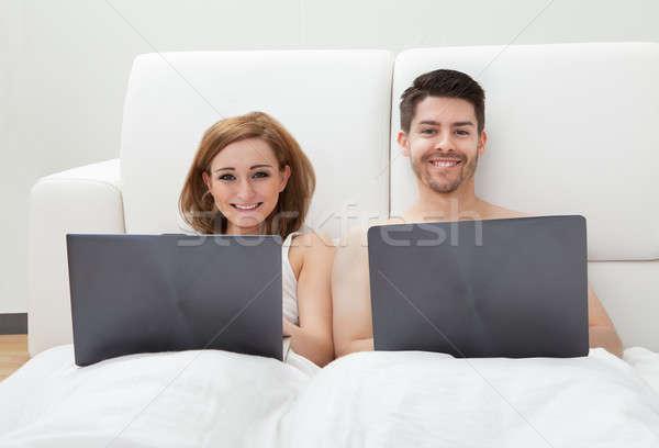 Foto stock: Usando · laptop · retrato · sorrir · amor · feliz