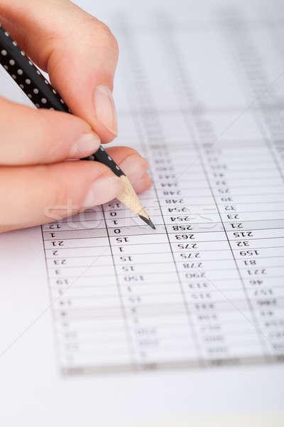 Empresária escrita financeiro papel imagem mulheres Foto stock © AndreyPopov