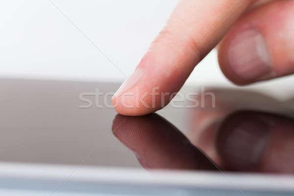 Zakenman aanraken digitale scherm bureau afbeelding Stockfoto © AndreyPopov