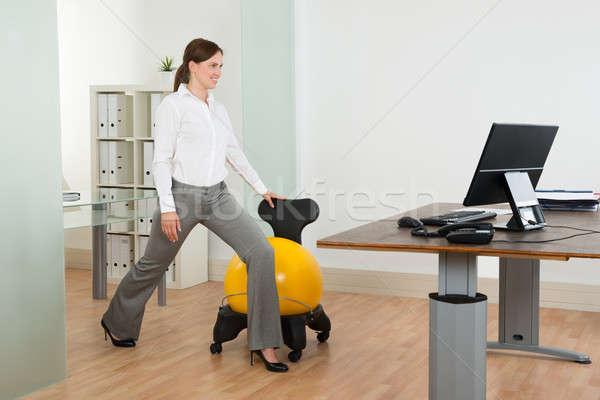üzletasszony testmozgás pilates labda szék fiatal Stock fotó © AndreyPopov