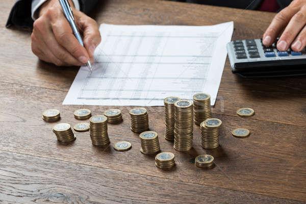 Empresário lucro moedas secretária imagem negócio Foto stock © AndreyPopov