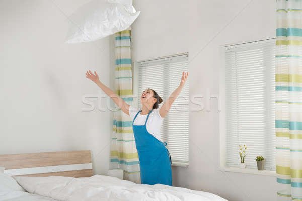 Feminino governanta travesseiro feliz jovem Foto stock © AndreyPopov