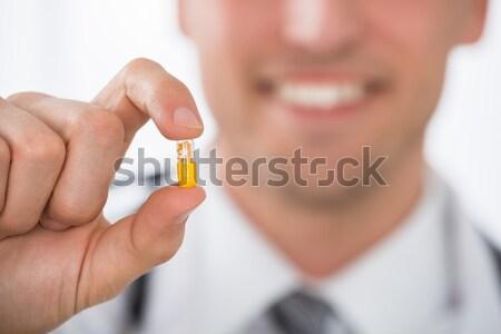 Mężczyzna lekarz kapsułka szczęśliwy strony Zdjęcia stock © AndreyPopov