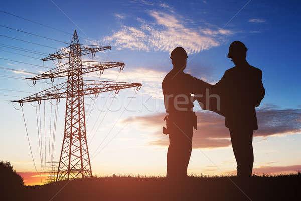Silhueta dois engenheiros discutir juntos eletricidade Foto stock © AndreyPopov