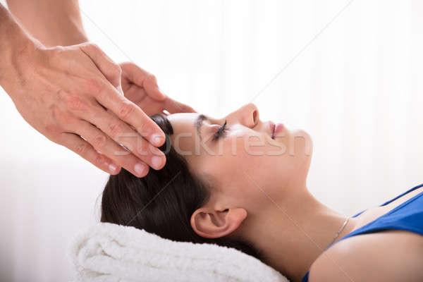 Terapeuta reiki uzdrowienie leczenie kobieta Zdjęcia stock © AndreyPopov