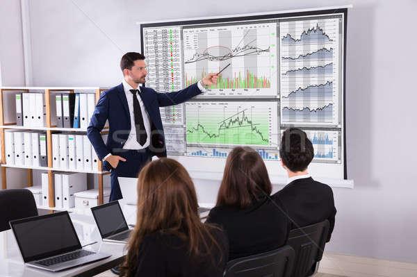 Mercado de ações corretor apresentação parceria jovem masculino Foto stock © AndreyPopov