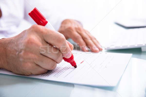 üzletember hiba jelző irat közelkép kéz Stock fotó © AndreyPopov