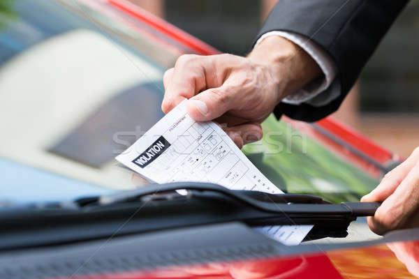 Estacionamento bilhete carros pára-brisas homem Foto stock © AndreyPopov
