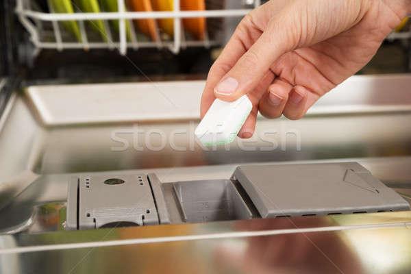 Osoby ręce zmywarka tabletka polu Zdjęcia stock © AndreyPopov