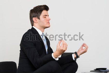 Сток-фото: бизнесмен · медитации · служба · молодые · столе · компьютер