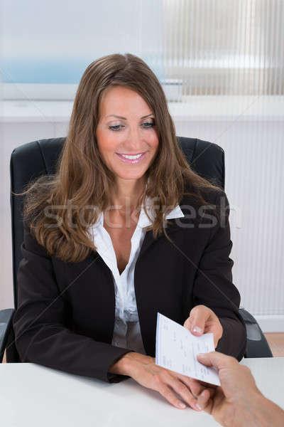 Femme d'affaires chèque photo heureux bureau affaires Photo stock © AndreyPopov