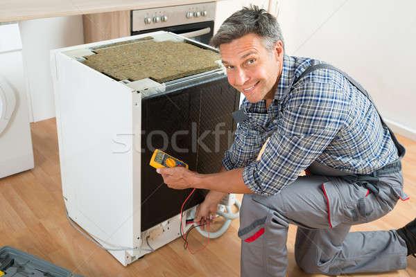 Teknisyen bulaşık makinesi dijital erkek ev erkekler Stok fotoğraf © AndreyPopov