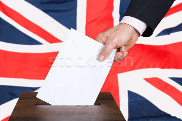 Empresario votación votación cuadro mano Reino Unido Foto stock © AndreyPopov