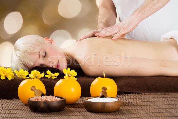 Mężczyzna terapeuta powrót masażu kobiet klienta Zdjęcia stock © AndreyPopov