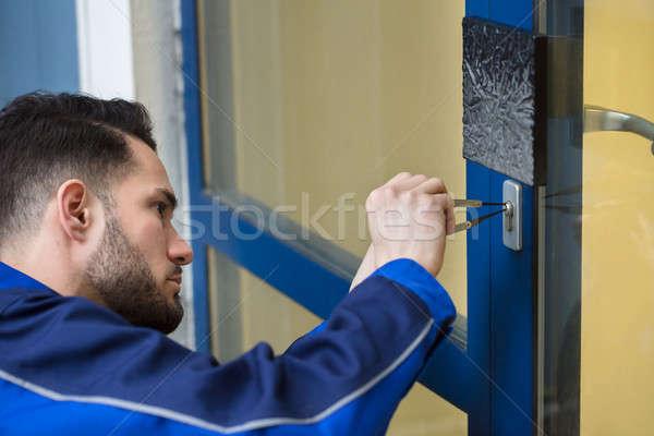 Młody człowiek otwarcie drzwi strony domu Zdjęcia stock © AndreyPopov