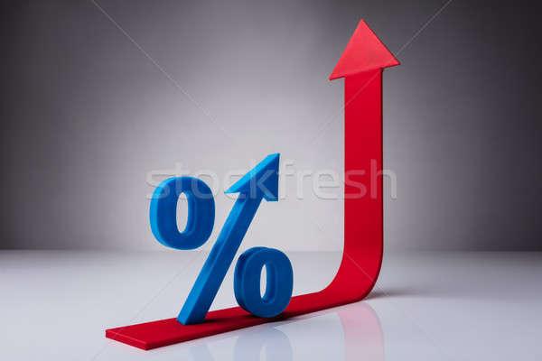 Pourcentage symbole rouge flèche bleu Photo stock © AndreyPopov