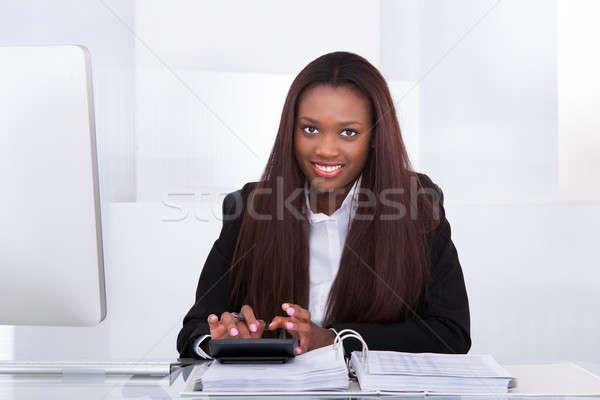 ストックフォト: 女性実業家 · 税 · デスク · 肖像 · オフィス · ビジネス