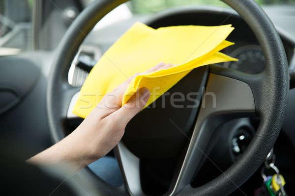 Hombre limpieza volante coche tela mano Foto stock © AndreyPopov