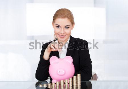 Zakenvrouw bankbiljet spaarpot jonge bureau business Stockfoto © AndreyPopov