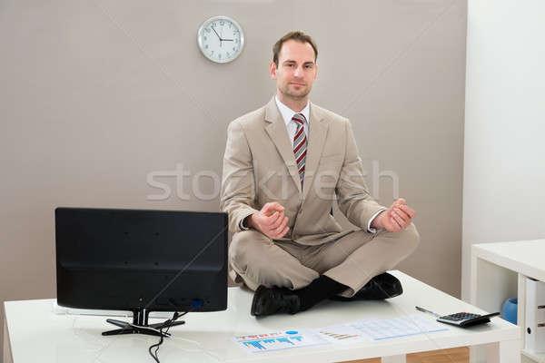Stok fotoğraf: Işadamı · yoga · ofis · büro · bilgisayar · mutlu