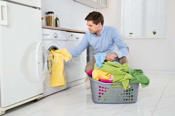 Homem roupa máquina de lavar roupa moço cozinha jovem Foto stock © AndreyPopov