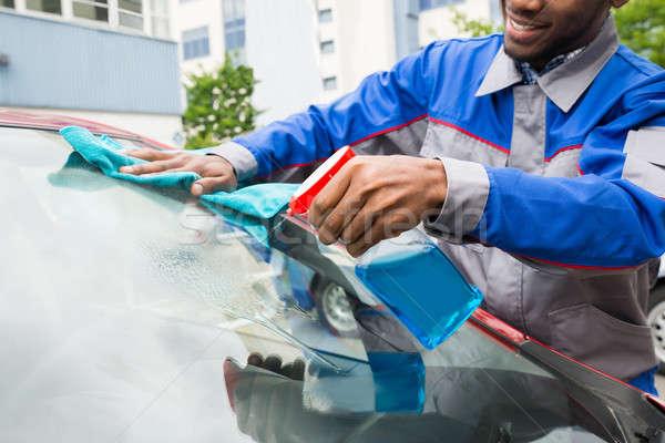 Masculino trabalhador limpeza carro pára-brisas jovem Foto stock © AndreyPopov