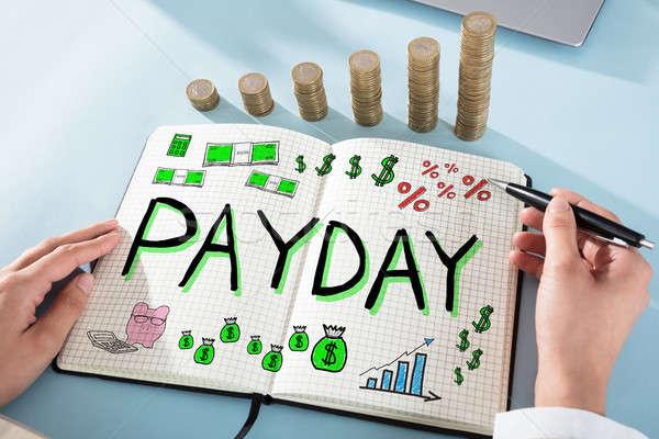 Betaaldag werknemer vrouw tekening geld hand Stockfoto © AndreyPopov