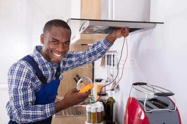 Manitas cocina filtrar casa hombre habitación Foto stock © AndreyPopov