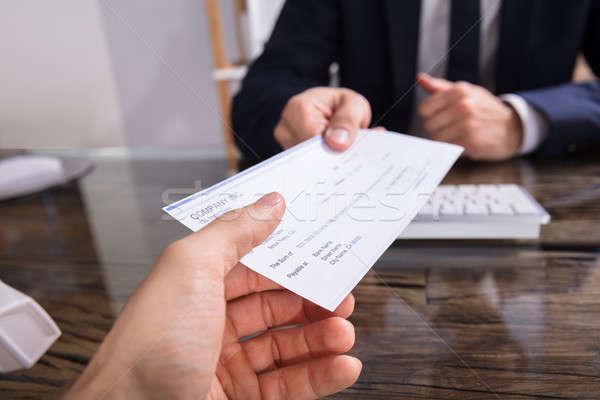 Homme d'affaires chèque collègue main travail Photo stock © AndreyPopov