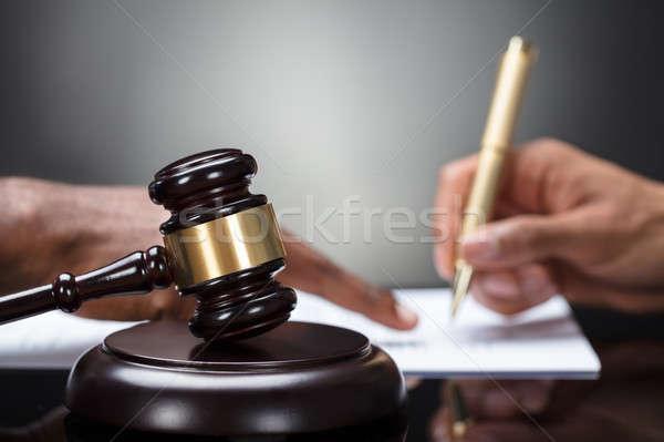 Kalapács személyek kéz aláírás jogi irat Stock fotó © AndreyPopov