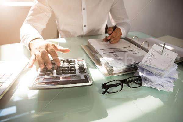 Empresario proyecto de ley primer plano mano oficina papel Foto stock © AndreyPopov