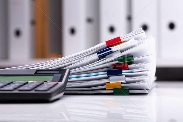 Сток-фото: калькулятор · документы · столе