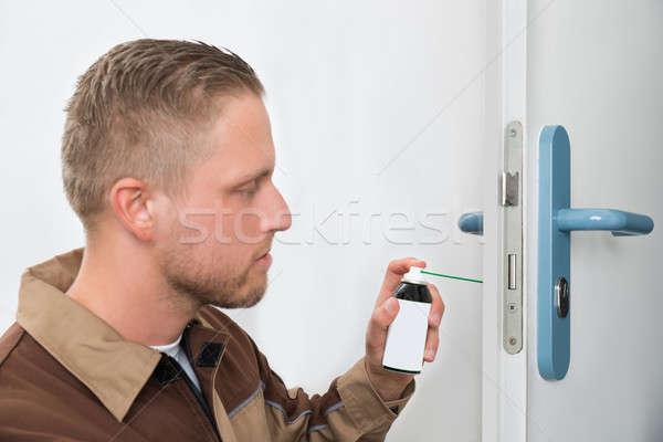 Masculina carpintero puerta primer plano jóvenes petróleo Foto stock © AndreyPopov