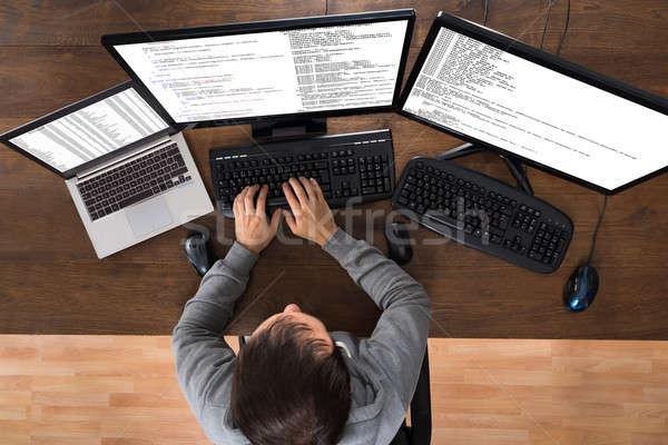 Uomo rubare dati computer laptop giovane Foto d'archivio © AndreyPopov
