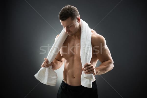Gespierd man handdoek rond nek Stockfoto © AndreyPopov