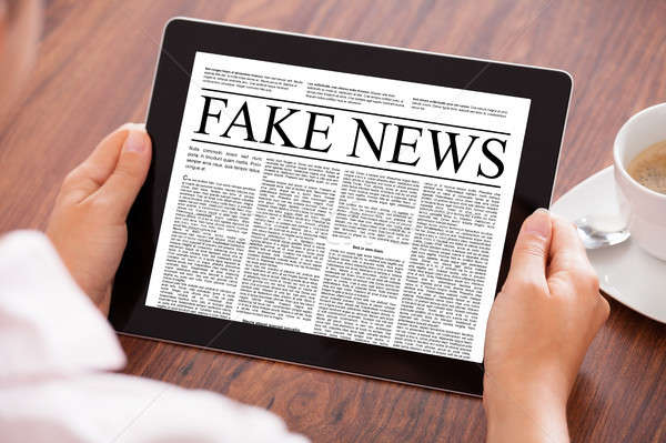 Geschäftsfrau Lesung Fake News digitalen Tablet Stock foto © AndreyPopov