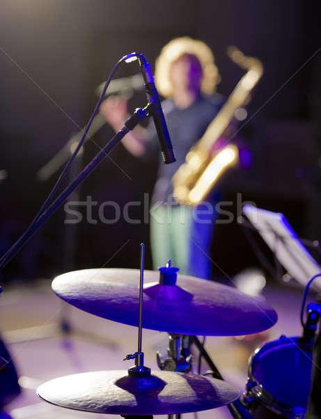 Jugando micrófono tambores concierto sala azul Foto stock © Andriy-Solovyov