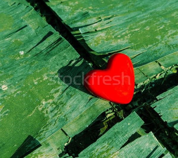 Kalp kırmızı eski ahşap yüzey Stok fotoğraf © Andriy-Solovyov