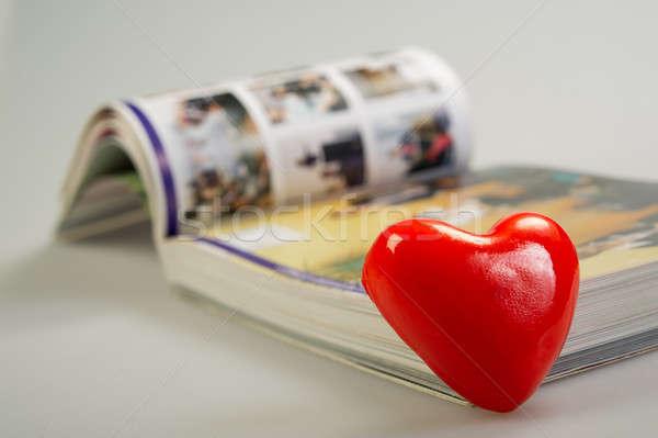 Valentine coração vermelho livro mentiras estúdio Foto stock © Andriy-Solovyov