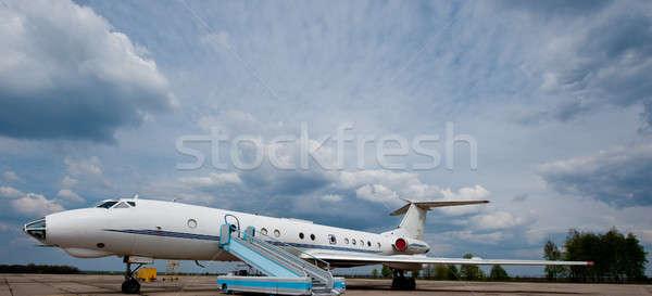 Avião aeroporto espera aterrissagem passageiros Foto stock © Andriy-Solovyov