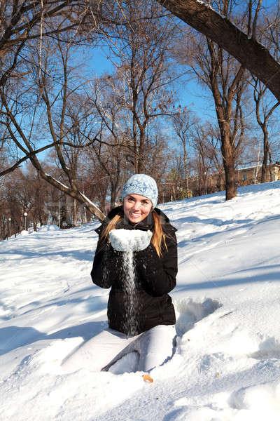 Mulher inverno roupa belo mulher jovem ao ar livre Foto stock © angelp