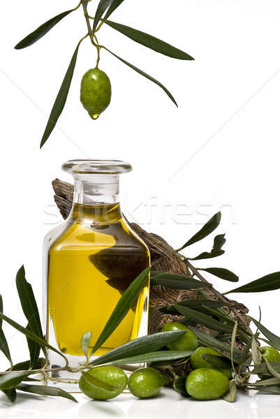 Huile d'olive bouteille une vert olive blanche Photo stock © angelsimon